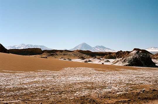 Licancabur-desde-el-Valle-de-la-Luna-WEB